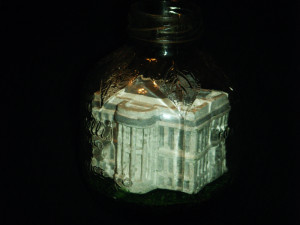 White House in a bottle - Back